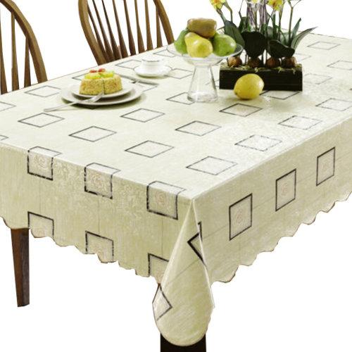 Plaid Charm 42 x 60-Inch Rectangular Tablecloth Table Decor